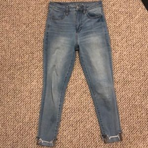 American Eagle light wash skinny Jeans